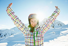 Portrait ,Jugendlicher ,Skifahrer ,Arme ausbreiten, Arme ausstrecken ,strecken ,Mädchen