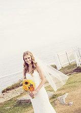 Sonnenblume, helianthus annuus ,Blumenstrauß, Strauß ,Portrait ,Braut ,halten