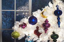 Vereinigte Staaten von Amerika,USA,Anschnitt,Farbaufnahme,Farbe,Fenster,hängen,weiß,frontal,Weihnachtsbaum,Tannenbaum,Dekoration,Mondschein,Kalifornien