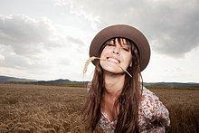 Frau ,Mittelpunkt ,Weizen ,Erwachsener