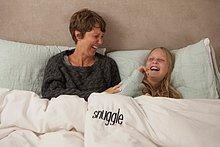 lachen ,Bett ,Tochter ,Mutter - Mensch