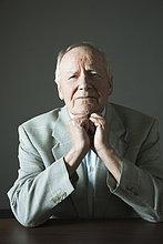 Portrait ,Mann ,Senior, Senioren ,Studioaufnahme