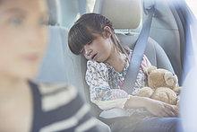 Bär ,Sitzmöbel ,Auto ,schlafen ,Teddy, Teddybär ,Mädchen ,Sitzplatz