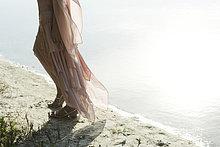Wasserrand ,Unterer Ausschnitt ,Frau ,gehen ,vorwärts ,Kleid