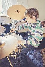 Schlagzeug,Junge - Person,spielen