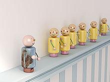 stehend,gelb,frontal,blau,Fenstersims,Figur