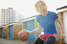 Portrait,Frau,Basketball,aufhüpfen