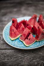 Teller,blau,Wassermelone,geschnitten