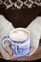Frau,Wärme,halten,Schokolade