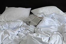 Bett,zerdrücken,Zeitung