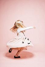 klein,tanzen,Hintergrund,frontal,pink,Mädchen