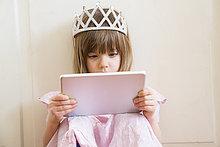 hoch,oben,sehen,klein,Kleidung,Prinzessin,Tablet PC,Mädchen