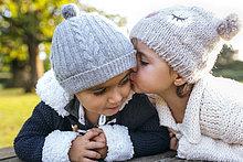 Junge - Person,küssen,klein,Mädchen
