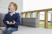 Handy,Begeisterung,Junge - Person,klein,halten