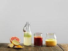 Weißer Hintergrund,Frucht,Glas,Glasflasche