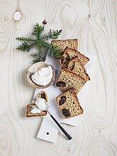 Hausgemachter Ricotta mit Weihnachtsgewürz-Feigenbrot