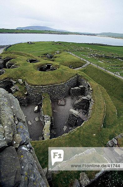 Erhöhte Ansicht der Eisenzeit Ruinen in archäologischen Stätte  Jarlshof  Festland  Shetland-Inseln  Schottland