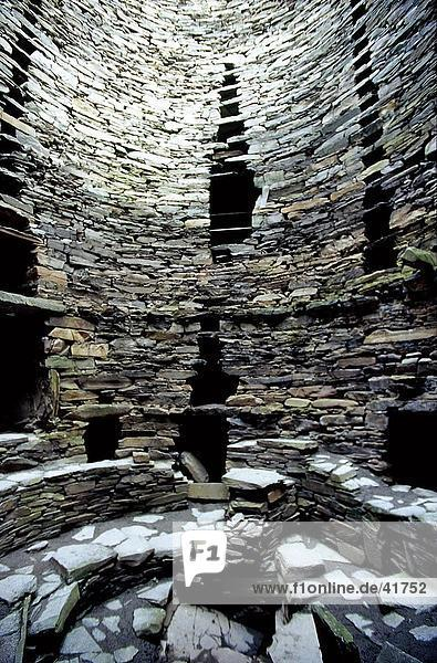 Ruinen der Bronzezeit Steinturm an archäologischen Stätte  Mousa  Shetland-Inseln  Schottland