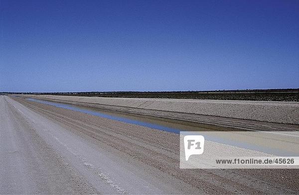 Bewässerung-Kanal Baumwolle Farm  Menindee Seensystem  Australien