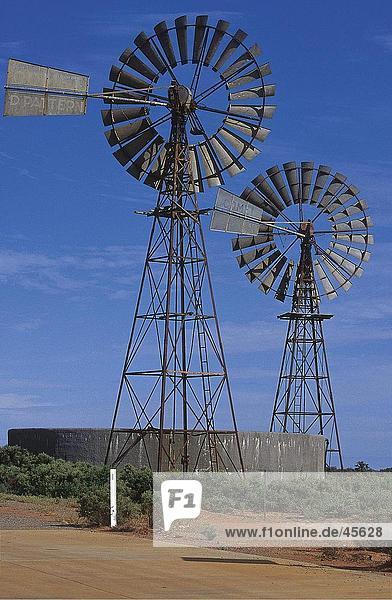 Industrielle Windmühlen in Feld  Australien