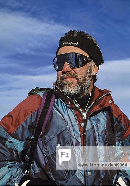 Nahaufnahme der Mann mit Ski-Schutzbrillen