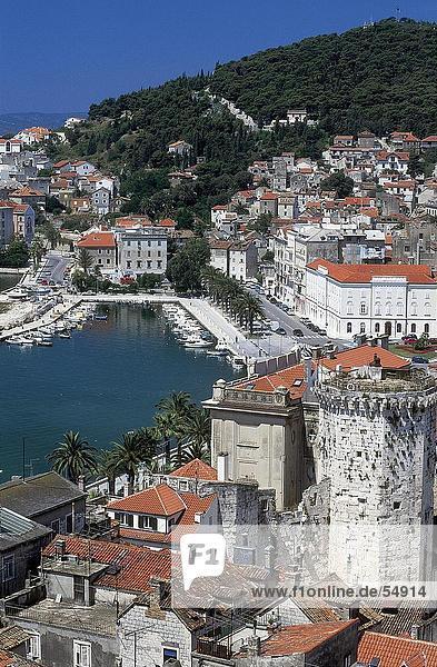 Erhöhte Ansicht der Marina in der Stadt Split  Mitteldalmatien  Kroatien