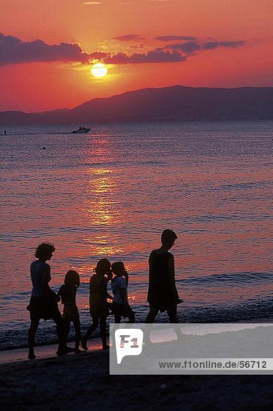 gehen Strand Silhouette Balearen Balearische Inseln Mallorca Spanien