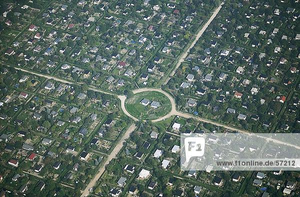 Luftbild von einem Kreisel in einer Stadt  Berlin  Deutschland