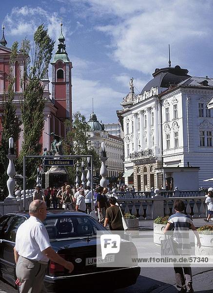 Menschen in der alten Stadt  Ljubljana  Slowenien