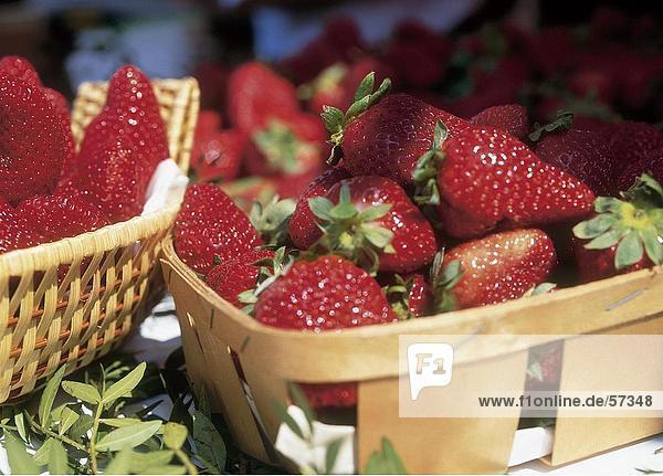 Nahaufnahme der Körbe von Erdbeeren