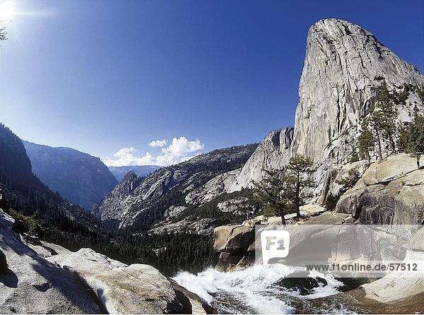 Fluss in Felsen  Peak El Capitan  Yosemite-Nationalpark  Kalifornien  USA