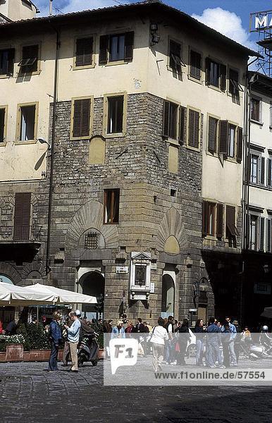 Touristen in der Nähe von ein historisches Gebäude  Piazza Di San Giovanni  Florenz  Toskana  Italien