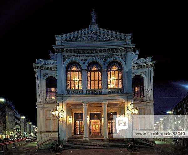 Theatergebäude beleuchtet nachts  Staatstheater  Gaertnerplatz  München  Bayern  Deutschland