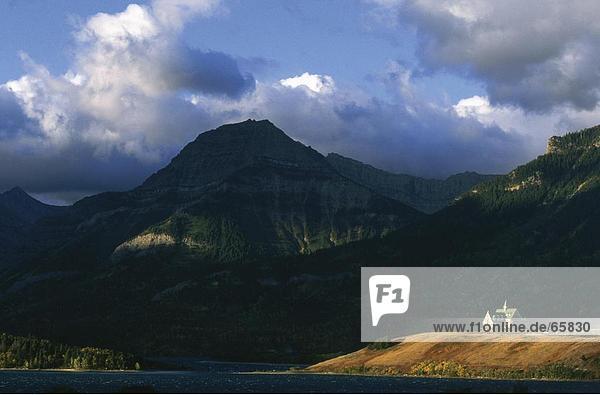 Hotel on hilltop at lakeside  Prince Of Wales Hotel  Waterton Lake  Waterton Lakes National Park  Canada