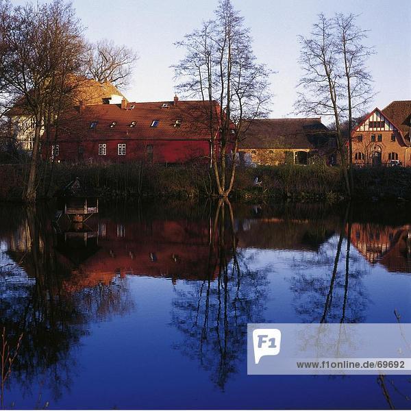 Baum Gebäude See Spiegelung nackt Deutschland