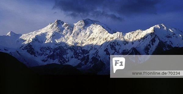 Sonnenlicht auf schneebedeckten Berg  Nanga Parbat  Himalaya  Pakistan