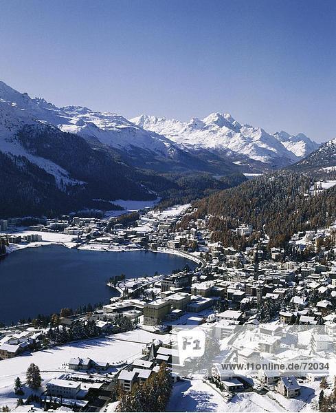 Europa Berg Wohnhaus Gebäude See Alpen Kanton Graubünden Oberengadin Schnee Schweiz