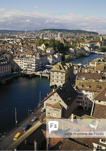 10488510  Limmat Quai  Richtung Honggerberg  Schweiz  Europa  Überblick  von Grossmunster  Stadt  City  Zürich