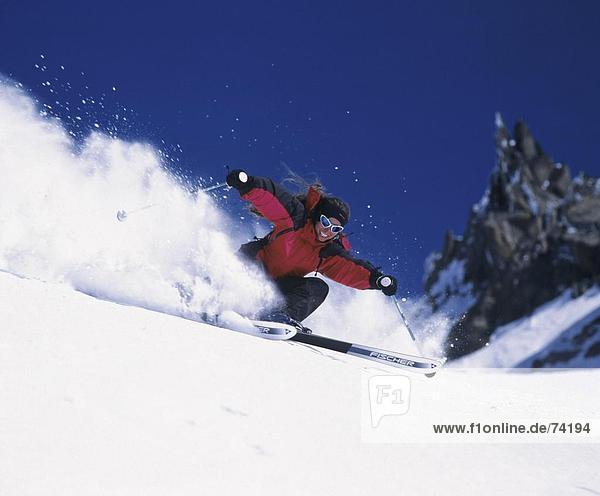 10611812  Aktion  Carving  Frau  lachen  Ski  Ski  Skifahren  Wintersport  Sport  Winter