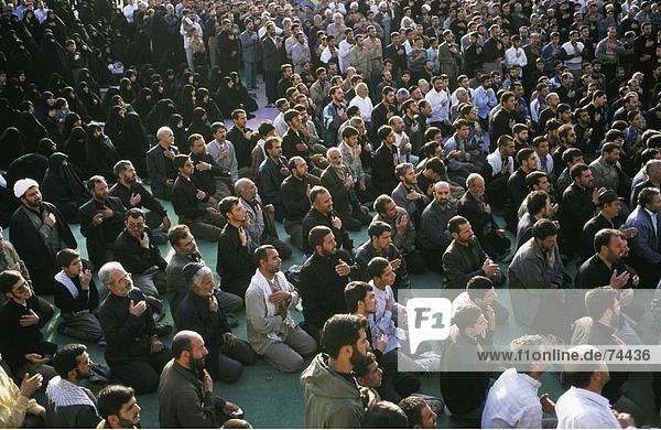 10618301  Hingabe  beten  Büßer  Islam  Isfahan  Iran  Naher Osten  Knien  Männer  Menge  Masse  keine Modellfreigabe  Schiiten Rel