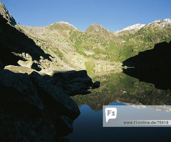 10635478  alpine  Alpen  Graubünden  Graubünden  Lai dort Tuma  Rhein  River  Fluss  Frühling  Quelle  Bergsee  Landschaft  Rhein