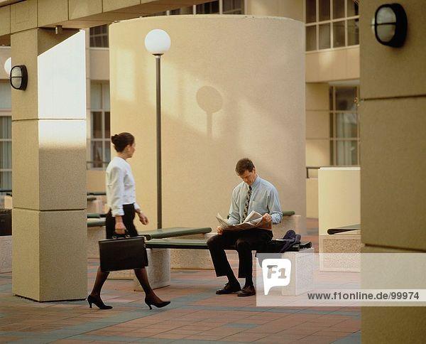 & Business-Berufe. Executive. Stadt. Paar. Frau