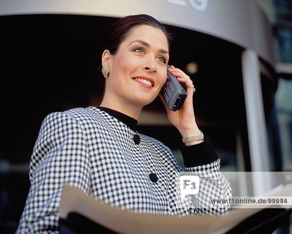 Business & Professions. Executive. City. Women. Mobile 'phone