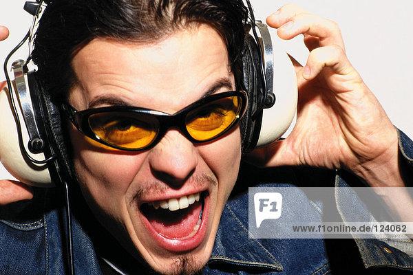 Mann  der Musik hört