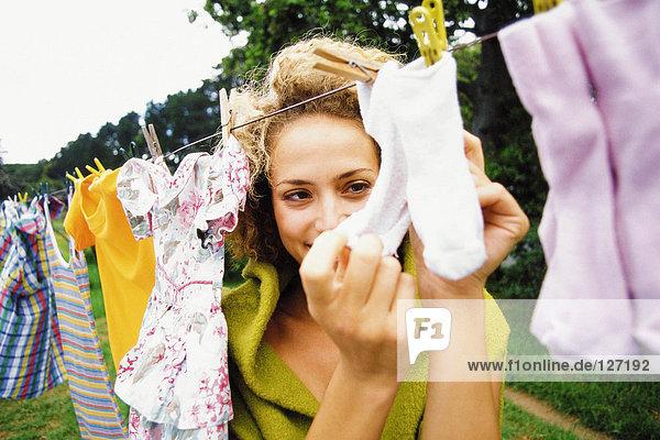 Frau mit Wäsche