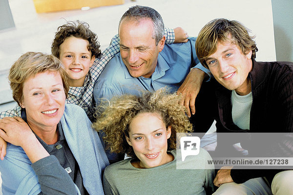 Familienporträt von drei Generationen