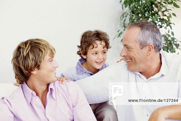 Großvater mit Sohn und Enkel