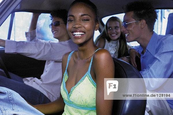 Menschen im Auto