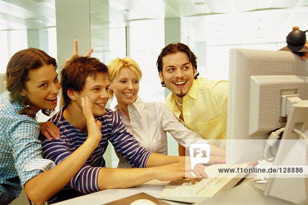 Freunde am Computer