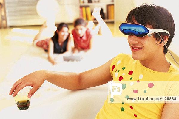 Mann mit einem Virtual-Reality-Headset